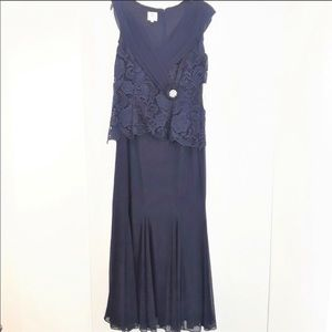 Patra stunning navy long formal dress - size 16